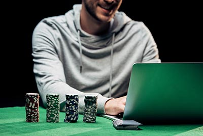 What We Should Consider While Spending Time on Live Poker Gambling?