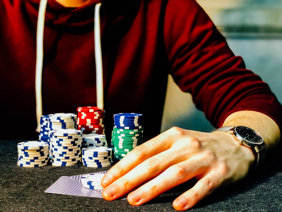 What are some of the characteristics of a successful gambler?